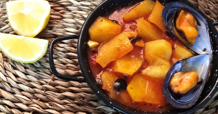 Patatas guisadas con mejillones y aceitunas negras