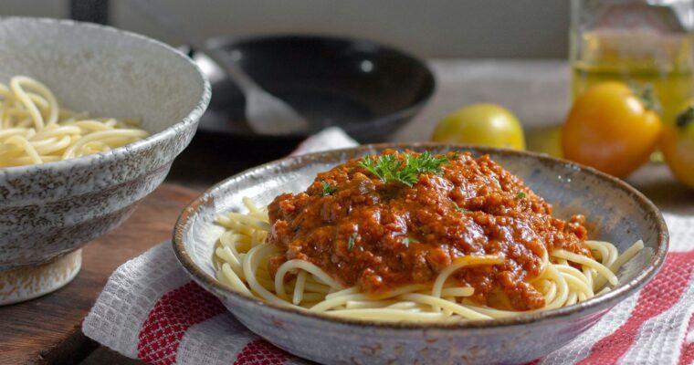 Pasta con atún y tomate